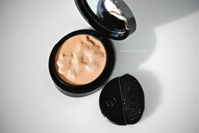 GA Belladonna compact with brush