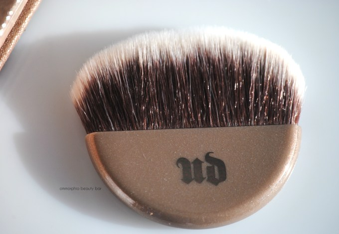 UD Aura Naked Illuminated brush