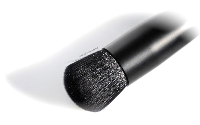 NARS Wet Dry Blush Brush macro