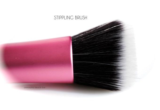 Real Techniques Stippling Brush macro 2