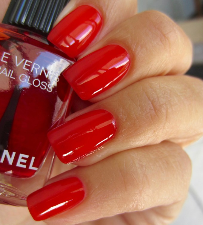 CHANEL Rouge Radical Nail Gloss swatch 3