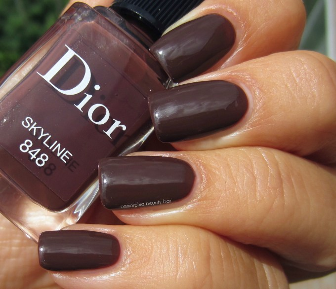 Dior Skyline polish swatch