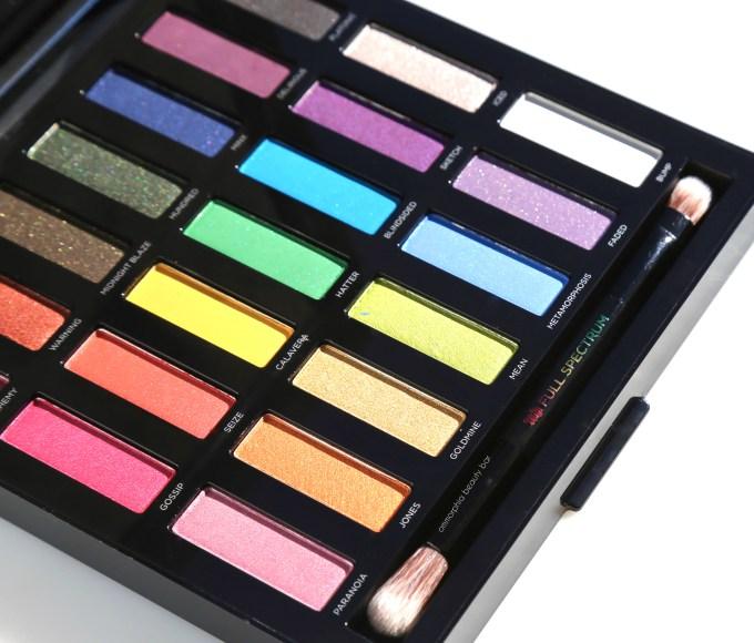 ud-full-spectrum-palette-brush-detail