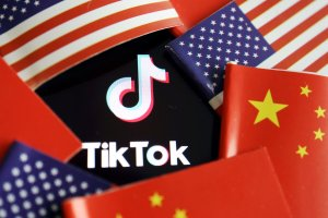 It's Offical: TikTok, WeChat & Any Other Chinese Apps Will Be Banned In The U.S. This Sunday!