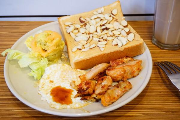"""【台北萬華早午餐】好廚房早午餐  *♥西門早餐""""板煎吐司""""百元有找早午餐拼盤"""
