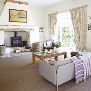 Living-room-fireplace- countryhouse