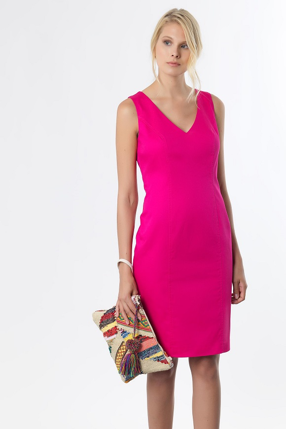 a74babc313a Είναι το στυλ σας η ίσια γραμμή; Κρατηθείτε κομψές το καλοκαίρι,  επιλέγοντας το παιχνιδιάρικο φούξια mini φόρεμα. Chic επιλογή που ταιριάζει  τέλεια σε μία ...