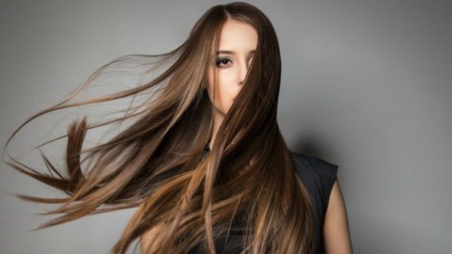 Αλλαγή στα μαλλιά σας. Ξανθό ή μελαχρινό; Τι ταιριάζει στον τύπο σας και τι να προσέξετε.