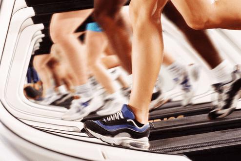 ランニングは低速でも歩かず走り続けるのが効果的