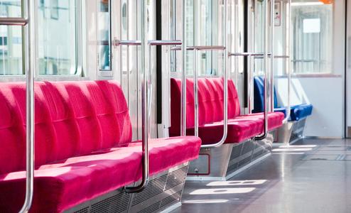 電車に子連れが乗ってきたら席を譲る?《シェア》