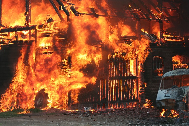 Prevenção de incêndio em Curitiba: imagem de incêndio