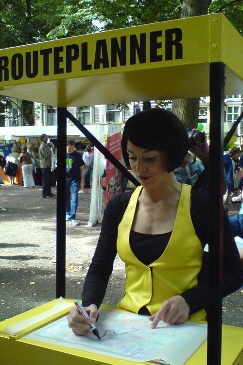 Pratende routeplanner, gespot op de Uitmarkt in Den Haag