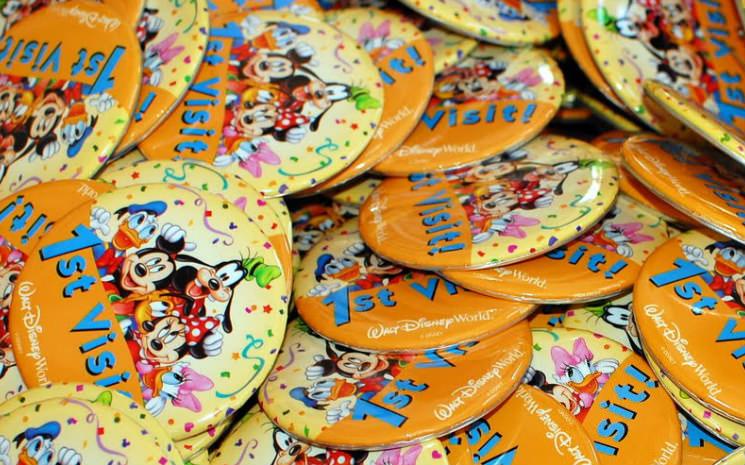 Resultado de imagem para bottons comemorativos magic kingdom
