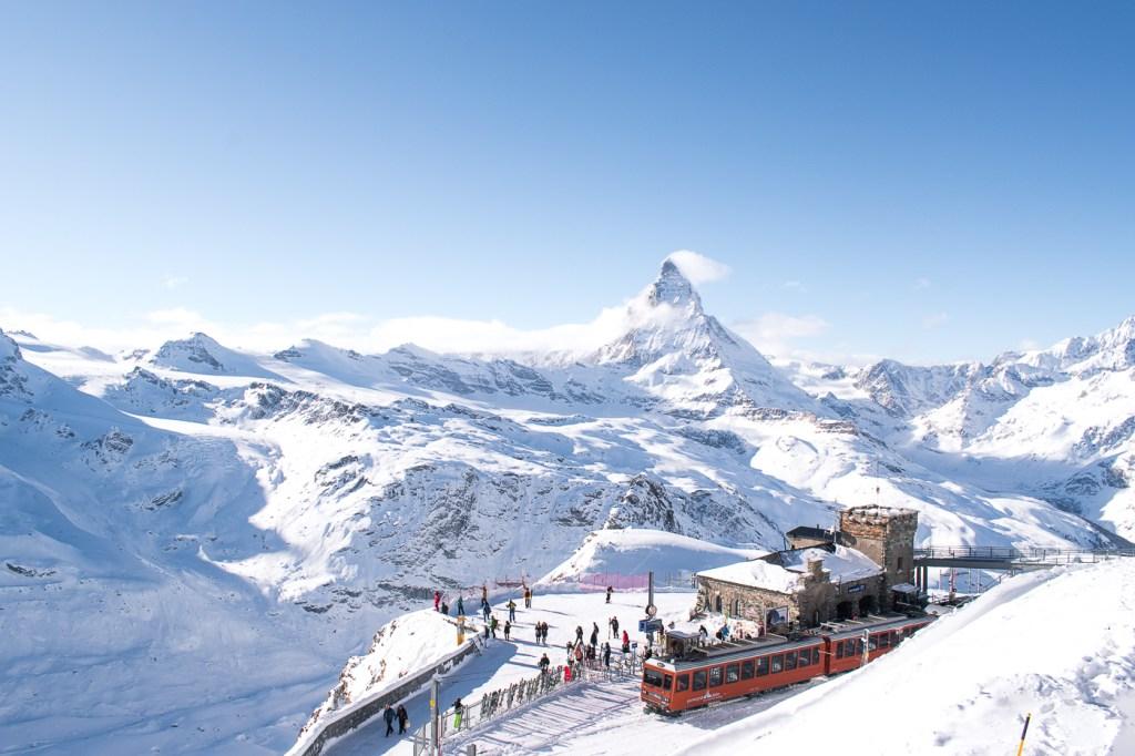 Viajar de trem ou alugar um carro na Suíça