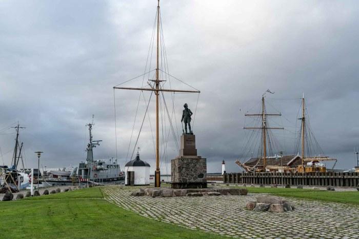 Statue von Peter Willemoes am Hafen von Assens