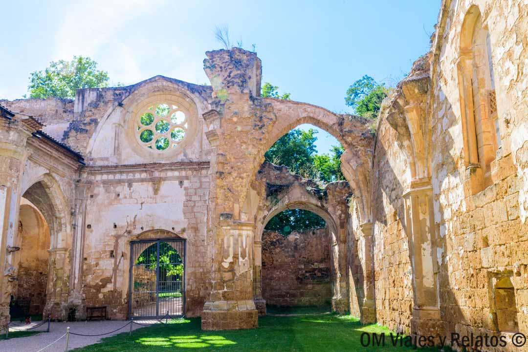 que-ver-en-el-Monasterio-Piedra-Abadía