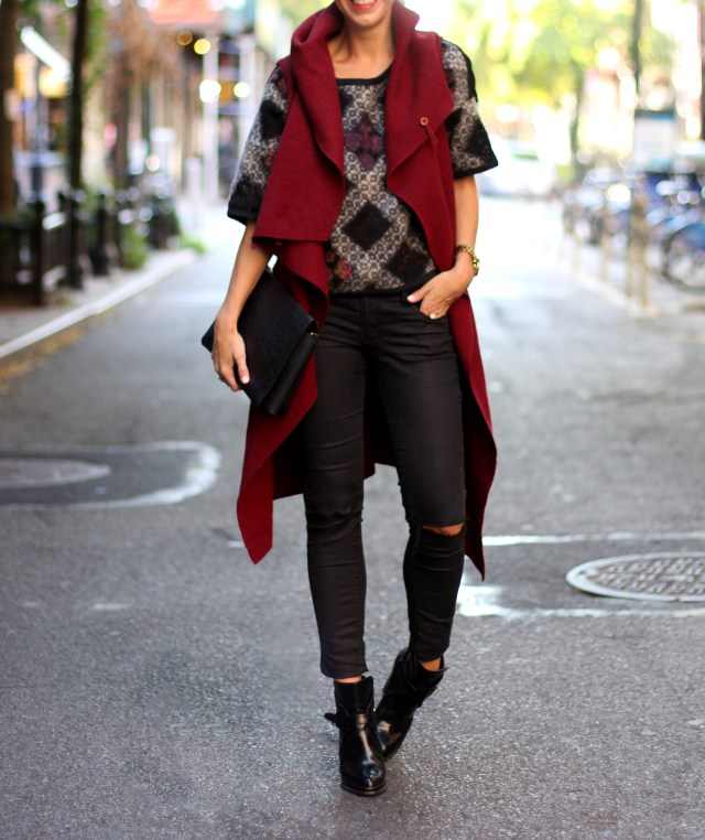 FALL FASHION, RIPPED JEANS, SLEEVELESS COAT, RED, STREET STYLE, NYC, New York Blogger, Fashion, Boots
