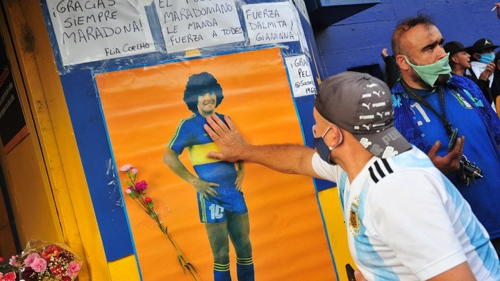 fanaticos-de-maradona-en-la___wrvmmRyI1_720x0__1-Cropped.jpg