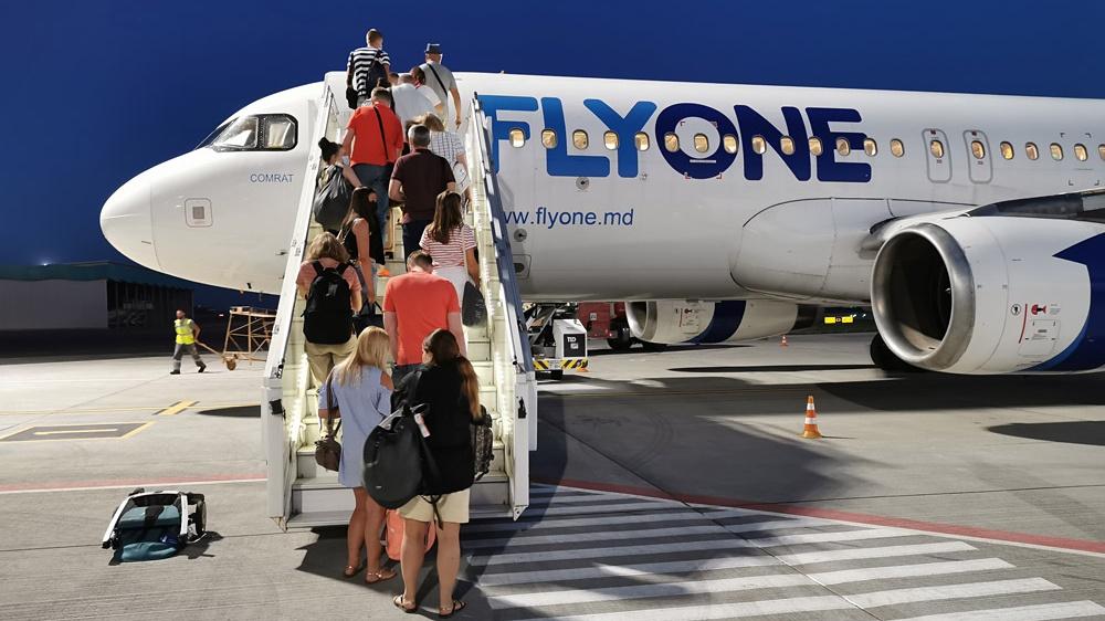 flyone_a320_boarding-Cropped.jpg
