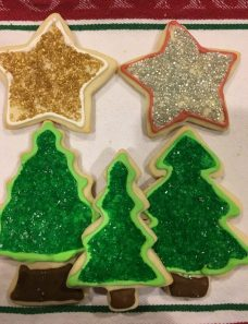 it's fun to bake and decorate holiday cookies with these On2In2™ recipes and tips.
