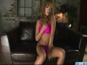 黒ギャル系AV女優のRUMIKAがセクシー水着姿で登場!遊んだ感のあるおまんこを弄りまくってるオなニー動画