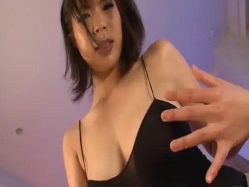 長身エロボディが素敵な青井沙希がローションを使っての本気オナニーを公開!卑猥な手つきでおまんこを弄りまくってます