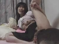 バター犬に舐められて昇天する変態女の自画撮り投稿動画