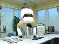 興奮しすぎて職員室のパソコンモニターで角アナニーを始める女子校生