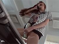 ムラムラしたOLが社内で電話の受話器で擦り付けオナニーを開始っ!
