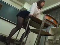 憧れの礼子先生は夜中の教室で角オナニーをする変態教師だった!