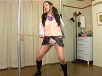 なかなか激しくて良い女子校生の紐擦り付けオナニー!