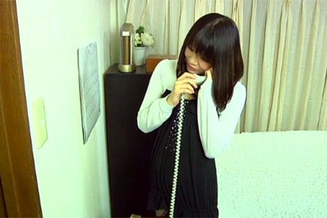 浮気相手と電話する妻