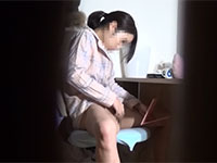 性に目覚めたJKがこっそり自室の勉強机でオナニーしている所を盗撮!