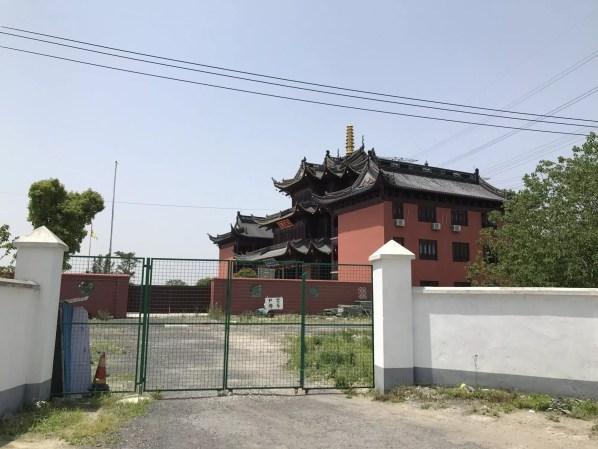 temple in Shanghai, China - culture shock - onaroadtonowhere.com
