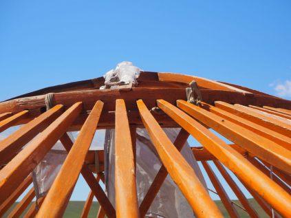 """Détail de la """"pierre d'angle"""" qui forme le toit"""