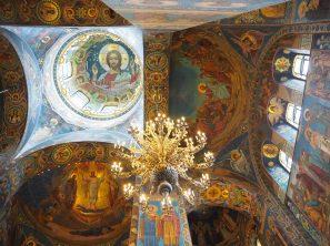 Photo montrant les mosaiques de l'intérieur de la Cathédrale Saint sauveur sur le sang versé