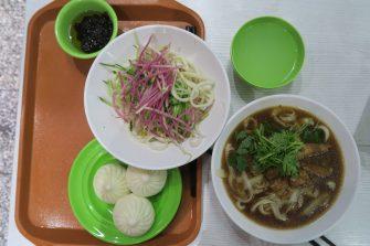 Salade de nouilles froides, dumplings et soupe de nouilles
