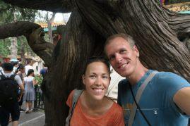 Couple devant un arbre