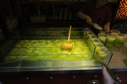 Préparation de la boisson au citron vert