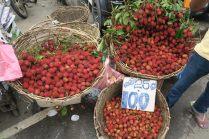 Sorte de litchi sur le marché de Kandy
