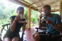 """Dégustation d'un thé """"Oolong"""", semi-fermenté (entre le thé vert et le thé noir)"""