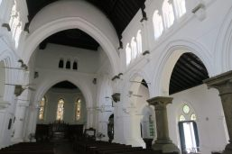 Intérieur de la All Saints Church, et ses menuiseries en Tek