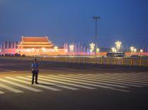 La place Tiananmen illuminée