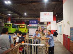 Bus 916 depuis la station de métro de Donzighem