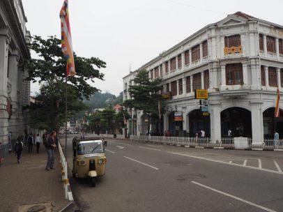 Rue principale de Kandy (tôt le matin)