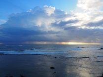 Jeux de couleurs avec le soleil derrière les nuages