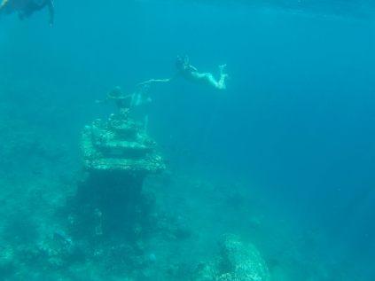 Elise et Julien tentent de synchroniser leur plongée pour la photo, avec plus ou moins de succès !