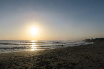 Coucher de soleil depuis la plage de Canggu