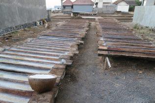 Méthode locale de production de sel: dans des troncs (on présume de cocotier)