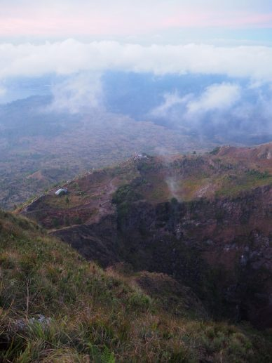 """Vue depuis le sommet du """"sunrise view point"""" en contrebas (il faut zoomer pour voir les gens)"""